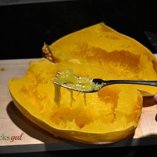 How to Cook a Spaghetti Squash in a Slow Cooker